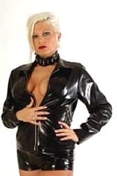 Sei ihr Sklave per SMS: 11826 Kennwort: Erotik Madame - 1,99 €/SMS, bezahlte Operator, keine realen Treffen