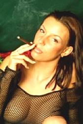 Die rauchende Genießerin per SMS: 11826 Kennwort: Erotik Raucherin - 1,99 €/SMS, bezahlte Operator, keine realen Treffen