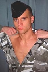 Harter Drill beim Militär per SMS: 11826 Kennwort: Erotik Soldat - 1,99 €/SMS, bezahlte Operator, keine realen Treffen
