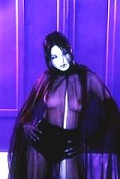 Sie beißt Dich per SMS: 11826 Kennwort: Erotik Vampirin - 1,99 €/SMS, bezahlte Operator, keine realen Treffen
