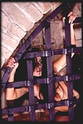Wärter oder Gefangener per SMS: 11826 Kennwort: Erotik Zelle - 1,99 €/SMS, bezahlte Operator, keine realen Treffen